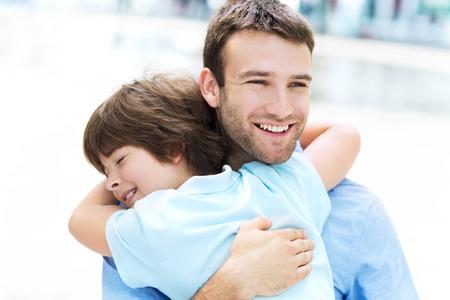 Foto de Father and son hugging - Imagen libre de derechos