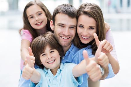 Foto de Family showing thumbs up - Imagen libre de derechos