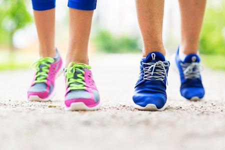 Foto de Couple running feet close-up - Imagen libre de derechos
