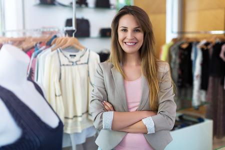 Photo pour Woman in her clothing boutique - image libre de droit