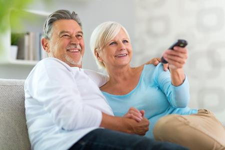 Photo pour Senior couple with remote control - image libre de droit