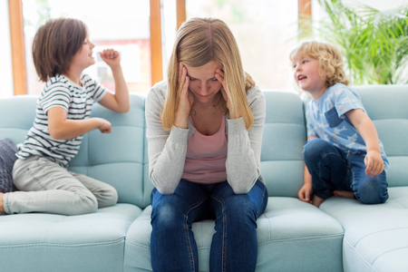 Photo pour Frustrated mother with children - image libre de droit