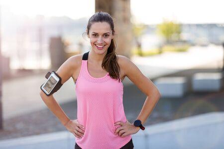 Foto de Female runner in a urban city area - Imagen libre de derechos