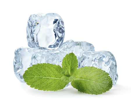 Photo pour heap of blue ice cubes with mint leaves isolated on white background - image libre de droit