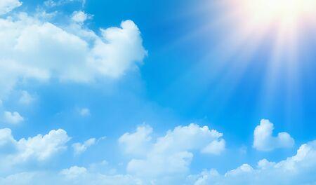 Photo pour blue sky with beautiful natural white clouds - image libre de droit