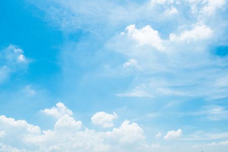 Photo pour clear blue sky background,clouds with background. - image libre de droit