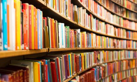 Photo pour Library with many shelves and books, diminishing perspective and shallow dof - image libre de droit