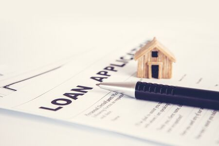 Photo pour Close up Loan Application form paper with pen , home loan or personal loan application concept - image libre de droit