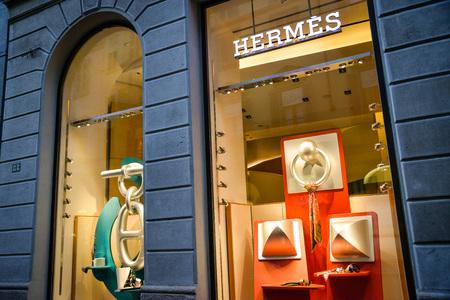 Foto per Milan, Italy - September 24, 2017:  Hermes store in Milan. Fashion week Hermes shopping - Immagine Royalty Free