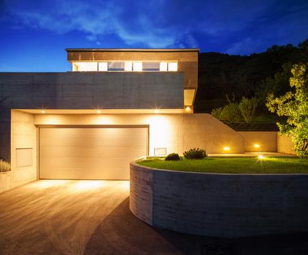 Photo pour House of modern design, night view - image libre de droit