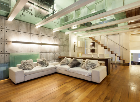 Photo pour wide loft with modern furniture in living room - image libre de droit