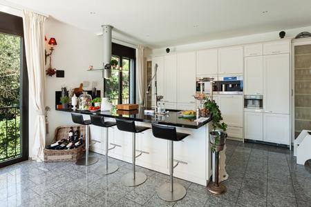 Photo pour interior of modern kitchen in luxury house - image libre de droit