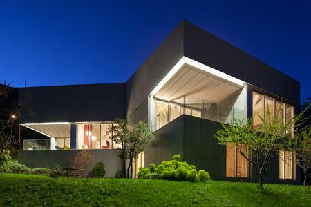 Photo pour Architecture modern design, concrete house, night scene - image libre de droit