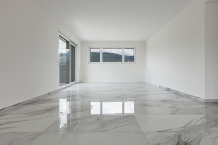 Foto de Interior of empty apartment, wide room with marble floor - Imagen libre de derechos