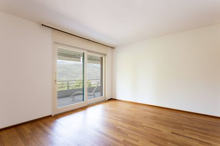 Photo pour Bedroom with white walls and parquet. Window with lake view. Nobody inside - image libre de droit