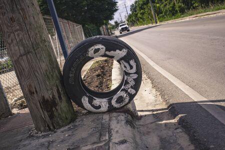 Tire with the inscription Gomero symbolizes a tire dealer in the Dominican Republic