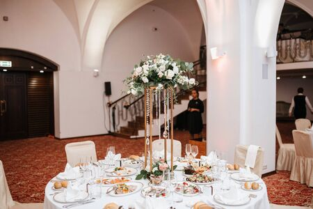 Photo for Festive and solemn decoration of the banquet room on the wedding day - Royalty Free Image