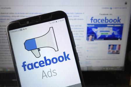 Photo pour KONSKIE, POLAND - August 18, 2019: Facebook Ads logo displayed on mobile phone - image libre de droit