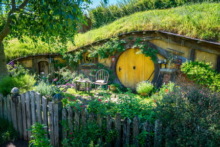 Photo pour Matamata, New Zealand - Dec 11, 2016: Hobbiton movie set created for filming The Lord of the Rings and The Hobbit movies in North Island of New Zealand. It is opened for tourist who visit New Zealand. - image libre de droit