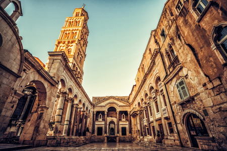 Photo pour The Diocletian's Palace in Split, Croatia - Famous Diocletian Palace is ancient palace built for Emperor Diocletian in historic center of Split, Croatia. - image libre de droit