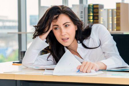 Photo pour Unhappy business people dispute work problem at office . Business bankrupt failure and loss concept . - image libre de droit