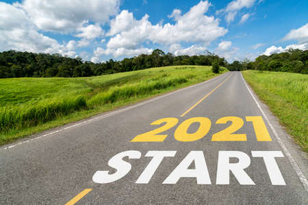 Foto de 2021 New Year road trip travel and future vision concept . Nature landscape with highway road leading forward to happy new year celebration in the beginning of 2021 for fresh and successful start . - Imagen libre de derechos