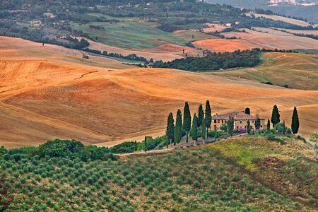 Photo pour Scenic view of typical Tuscany landscape - image libre de droit
