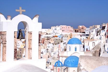 Oia auf Santorin mit Kirchenglocke