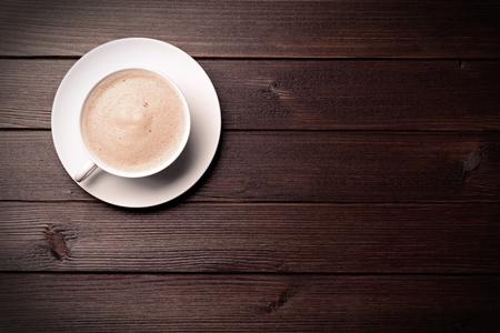 Photo pour coffee cup on brown wooden background - image libre de droit