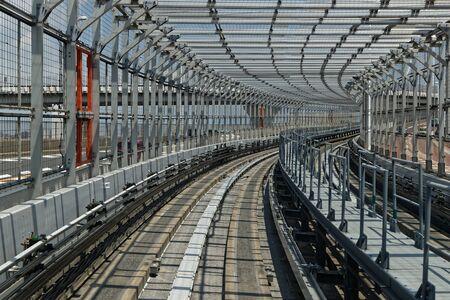 Photo pour Monorail railways on Rainbow Bridge, Odaiba, Tokyo - image libre de droit