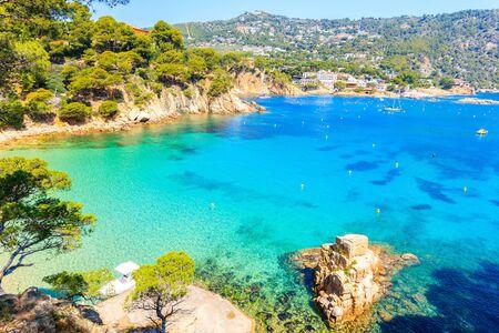 Photo pour Idyllic beach Aiguablava of near Fornells village, Costa Brava, Spain - image libre de droit