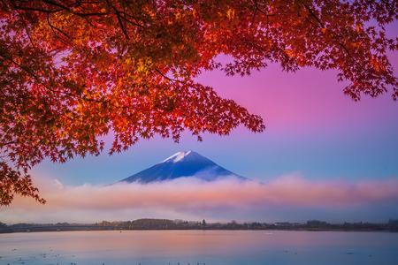 Photo pour Mount Fuji at Kawakuchiko lake in Japan - image libre de droit