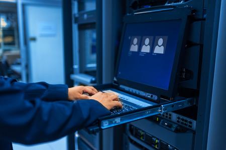 Photo pour Man fix server network in data center room . - image libre de droit