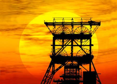 Zeche vor unterghender Sonne im Ruhgebiet in Gelsenkirchen