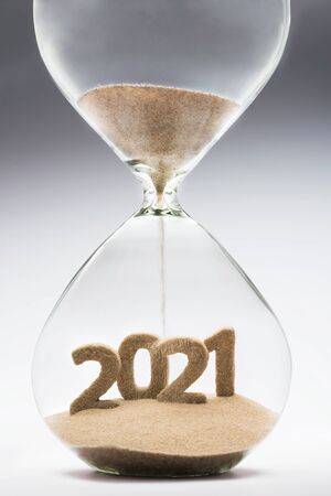 Photo pour New Year 2021 concept with hourglass falling sand taking the shape of a 2021 - image libre de droit