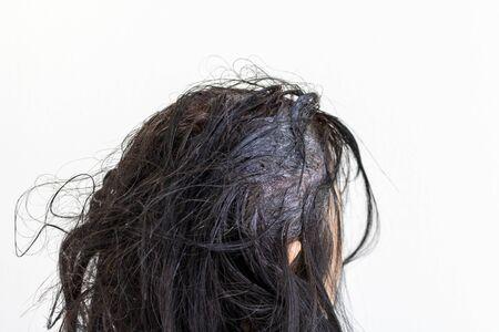Photo pour Head of an elderly woman dyeing gray hair - image libre de droit