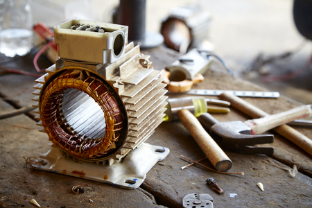 Photo pour Repair Old disassemble electric motor show wiring coil during replace bearing - image libre de droit