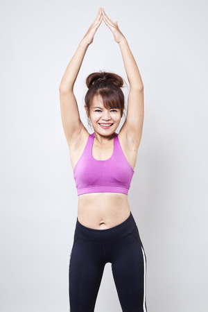 Photo pour Asian woman wearing sportswear and show her body on white background - image libre de droit