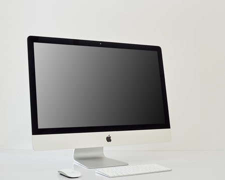 Photo pour Kanchanaburi, Thailand june 07, 2019  iMac 27 With OS Mojave Mac - monoblock series of personal computers, created by Apple - image libre de droit