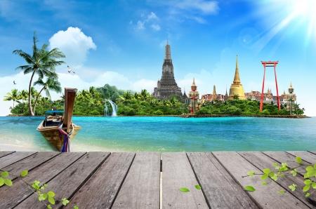 Photo pour Concept travel Tropical beach, traditional long tail boats and wood planks floor - image libre de droit