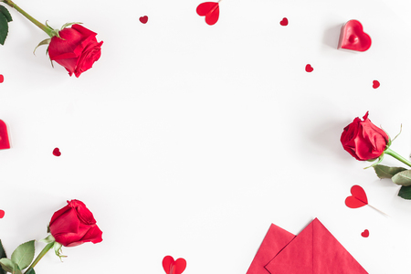 Foto de Valentine's Day. Frame made of rose flowers, gifts, candles, confetti on white background. Valentines day background. Flat lay, top view, copy space - Imagen libre de derechos