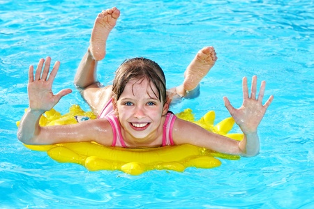 Photo pour Child  on inflatable ring in swimming pool. - image libre de droit