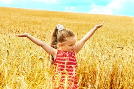 Foto für Happy little girl outdoor in wheat field. Summer. - Lizenzfreies Bild