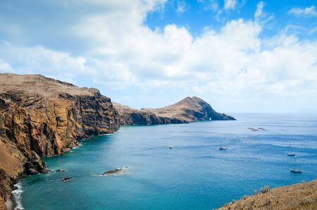 Photo pour Amazing cliffs in Ponta de Sao Lourenco, the easternmost point of Madeira Island, Portugal. Cliffs by the Atlantic ocean. Portuguese volcanic landscape. Travel destination and tourist attraction. - image libre de droit