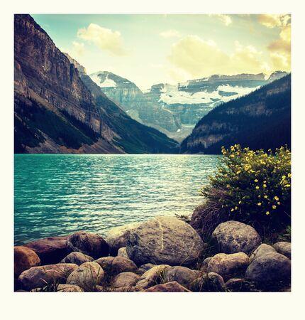 Foto de photo on the way around Lake Louise in Banff, in the Rocky Mountains, Banff National Park, Alberta, Canada. - Imagen libre de derechos