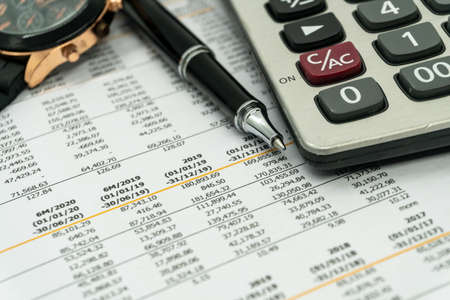 Photo pour financial statement read and check number for business analysis - image libre de droit