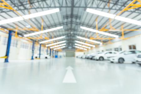 Foto de Car service center, interior car-care center. cars in the service put on the epoxy floor, The electric lift for cars. - Imagen libre de derechos