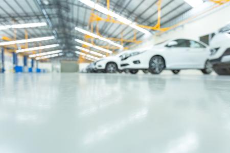 Foto de epoxy floor in interior car, interior car-care center. cars in the service put on the epoxy floor, The electric lift for cars. - Imagen libre de derechos