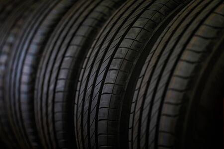Photo pour Tire stack background and Selective focus. Car tires at warehouse. - image libre de droit