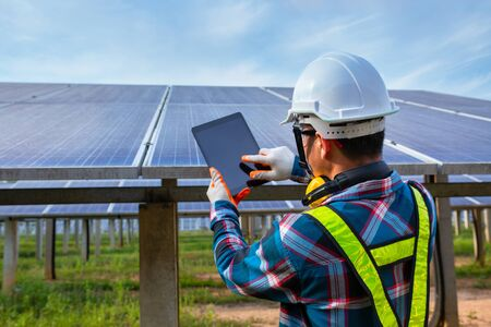 Photo pour Asian engineer working on checking equipment in solar power plant, Pure energy, Renewable energy - image libre de droit